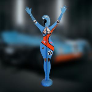 Sculpture femme pilote Gulf